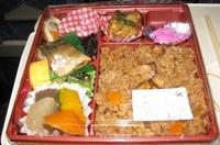 '18.11.22列車内夕食ータコ飯.JPG