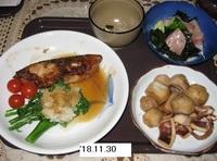 '18.11.30ブリの照り焼き・サトイモとイカの煮物他.JPG